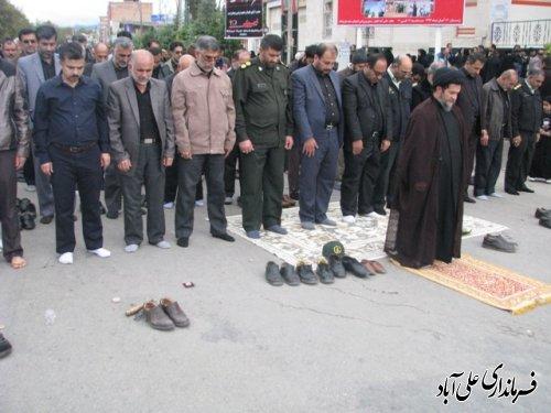نماز ظهر عاشورا با حضور خیل عظیم عزاداران حسینی در علی آباد کتول اقامه شد