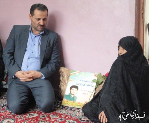 دیدارفرماندار با خانواده های شهید انتظامی به مناسبت هفته نیروی انتظامی