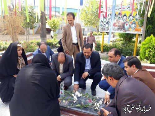 مراسم عطر افشانی شهدای گمنام توسط اعضای کمیسیون تحقیقات و پژوهش مجلس