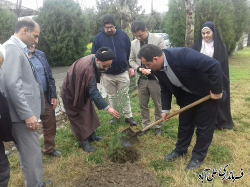 غرس نهاد یادبود شهدای بزرگوار عرصه کارگری در کارخانه خاوردشت