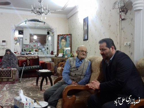 دیدار فرماندار با خانواده معظم شهیدان جانعلی حق پناه  و منصور شاطری