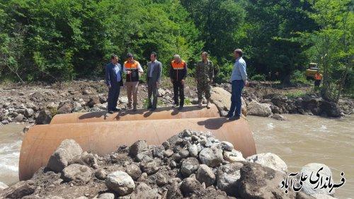 بازدید فرماندار از روند احداث پل موقت روستای میان رستاق