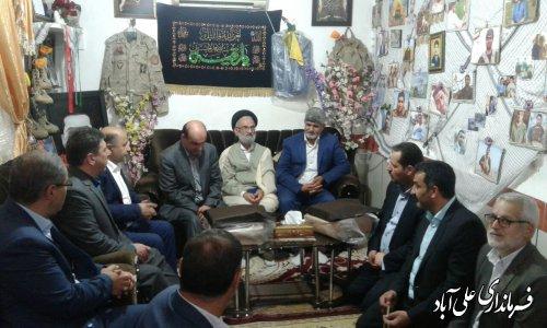 دیدار دکتر حق شناس استاندار گلستان با خانواده شهدای مدافع حرم