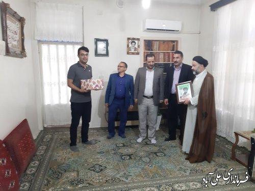 """دیدار فرماندار با خانواده روحانی شهید """"سیدحسن حسینی"""""""