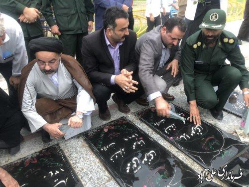 عطر افشانی مزار شهدای عرصه رسانه در شهرستان علی آبادکتول