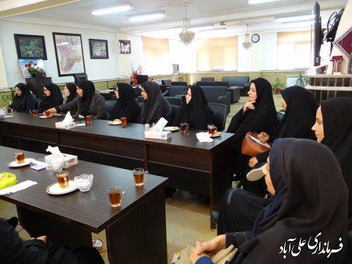نشست صمیمی هدایتی کتولی فرماندار با جمعی از آموزش دهند گان به مناسبت هفته نهضت سوادآموزی