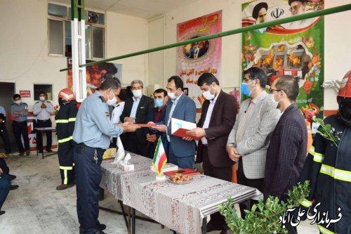 به مناسبت روز ملی آتش نشان از مراکز آتش نشانی شهرستان دیدار کرد