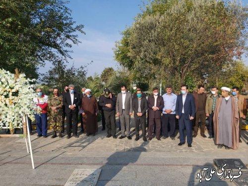 غباروبی مزارشهدا شهرستان به مناسبت گرامیداشت هفته بسیج دانش آموزی