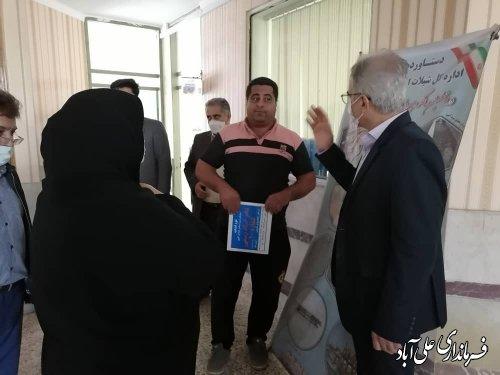 درددل و گفتگوی کشاورزان با فرماندار علی آبادکتول ، درهنگام بازدید از جهادکشاورزی