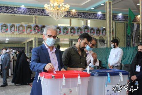 حضور فرماندار علی آباد کتول واعضای شورای تامین در شعب اخذ رای