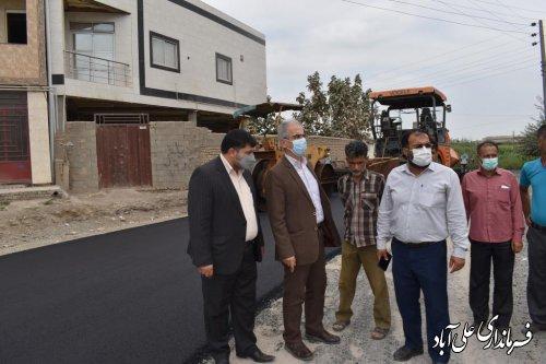 بازدید فرماندار علی آباد کتول از اجرای عملیات آسفالت روستای شیرنگ سفلی