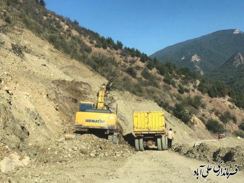 مسیر جاده روستای کوهستانی میان رستاق مرمت و بهسازی می گردد ؛